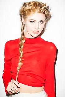 Teen Celeb Scarlett Leithold