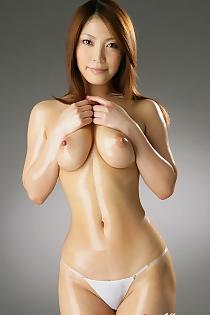 Sakura Kokomi Exposing Her Gorgeous Body