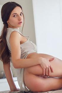 nakedneighbour.com