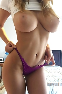 Busty Reddit Flasher Ava Foxx